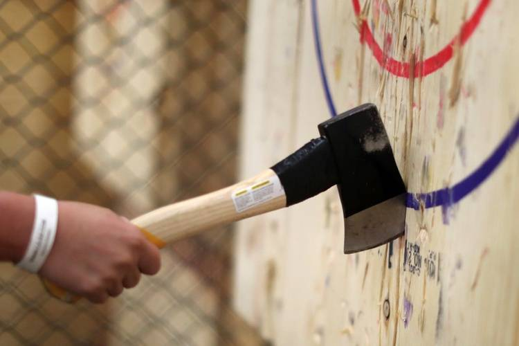 bijlwerpen axe throwing